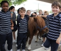 Peaches the pony visits Year 1 : Image 3